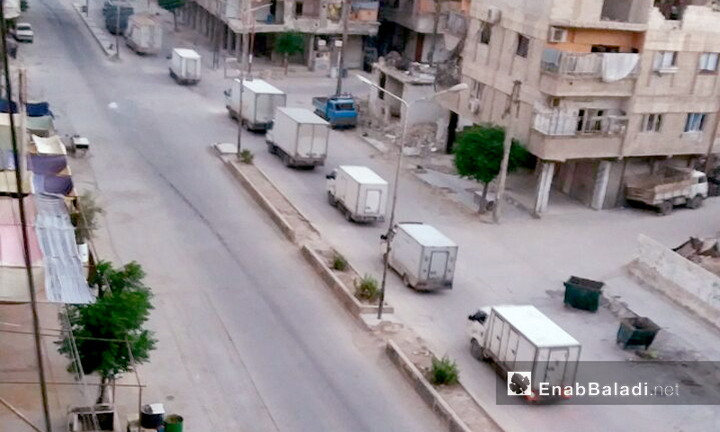 A convoy of trucks, led by business man Mohieddin Manfoush, carriess food to the besieged Eastern Ghouta suburbs of Damascus on 25 May 2017 (Enab Baladi)