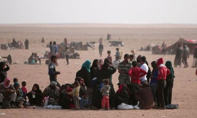 Displaced families from Deir Ez-Zor due to battles at the Iraqi borders (Reuters)