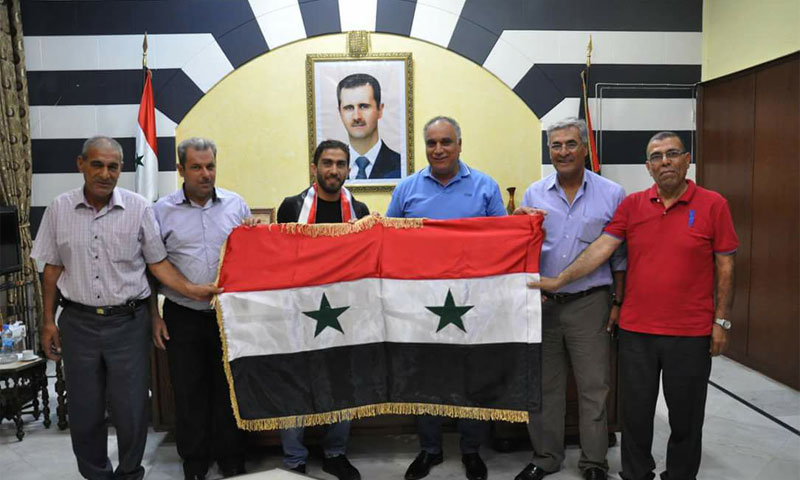 Syrian player Firas al-Khatib along with the governor of Homs Talal al-Barazi (Provincial Council)
