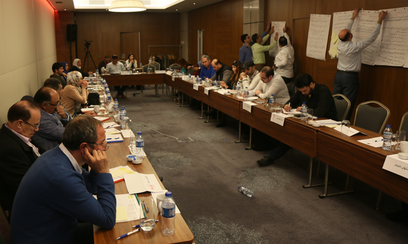 """Working groups at the """"Syrian Media Confronting Yellow Journalism"""" Forum preparing the final recommendations - October 30, 2017 (Enab Baladi)"""