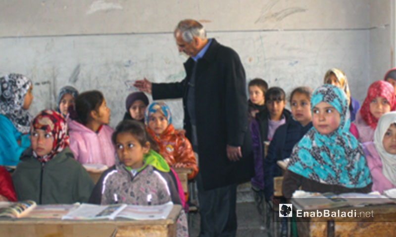 Jawad Abu Hatab, head of the Interim Government at a primary school, during his visit to the town of Suran in Aleppo countryside - February 5, 2017 (Enab Baladi)