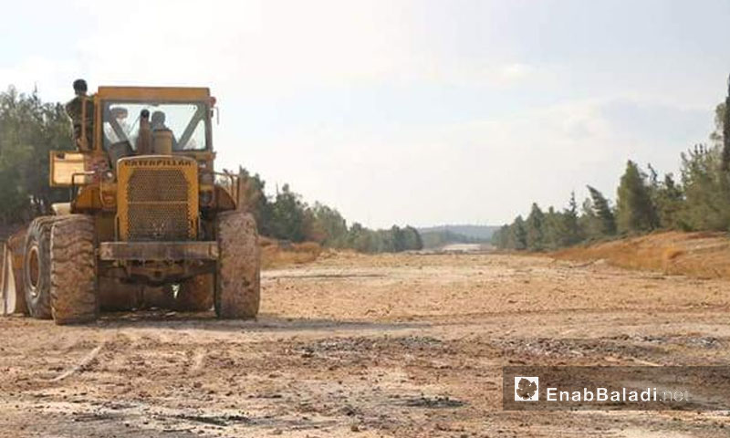 Removal of the earth mounds before the opening of the new crossing north of Aleppo - December 2017 (Enab Baladi)