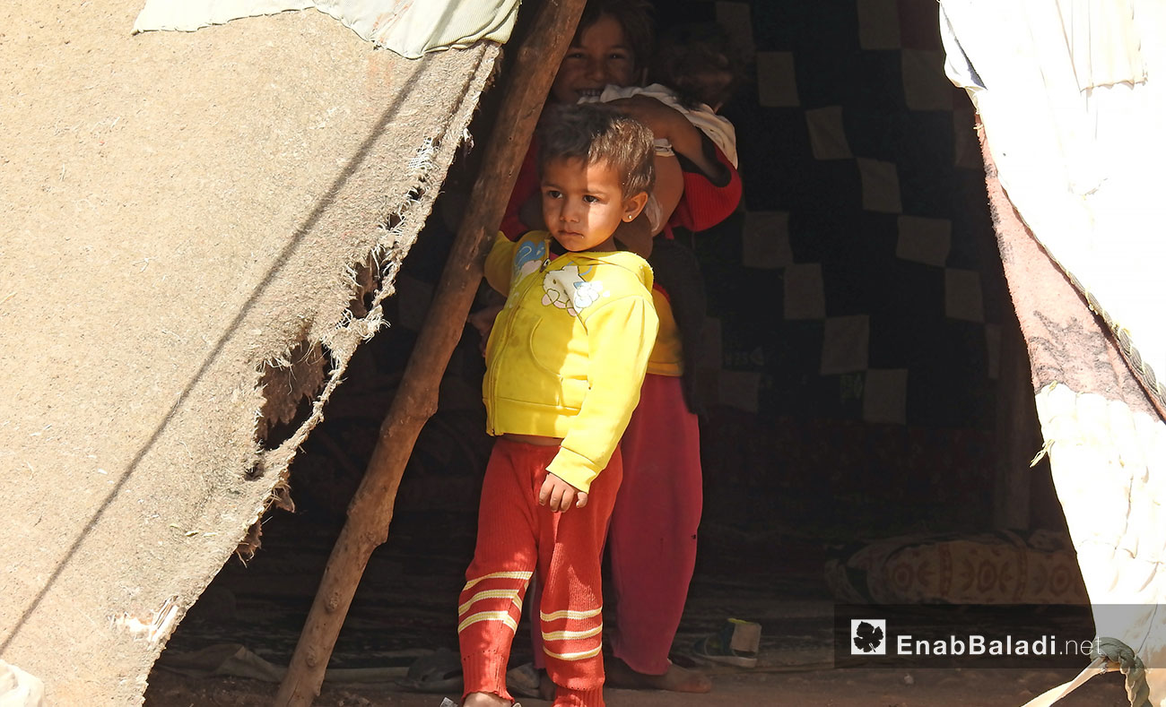 A child in a tent in a camp for displaced people in northern Aleppo countryside - October 8, 2017 (Enab Baladi)