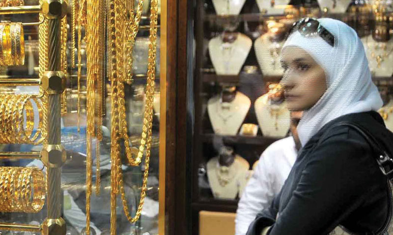 Syrian girl in front of jewelry shop in Damascus - Graphical picture (Al-Ba'ath newspaper)