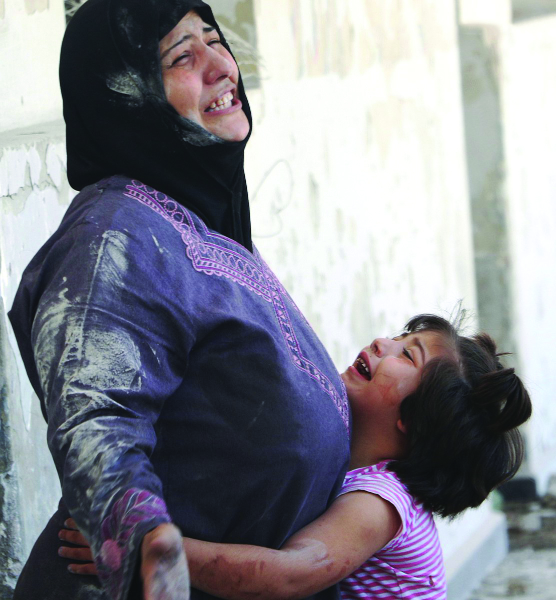 A woman who lost a member of her family in the bombing of Aleppo (Anadolu News Agency)
