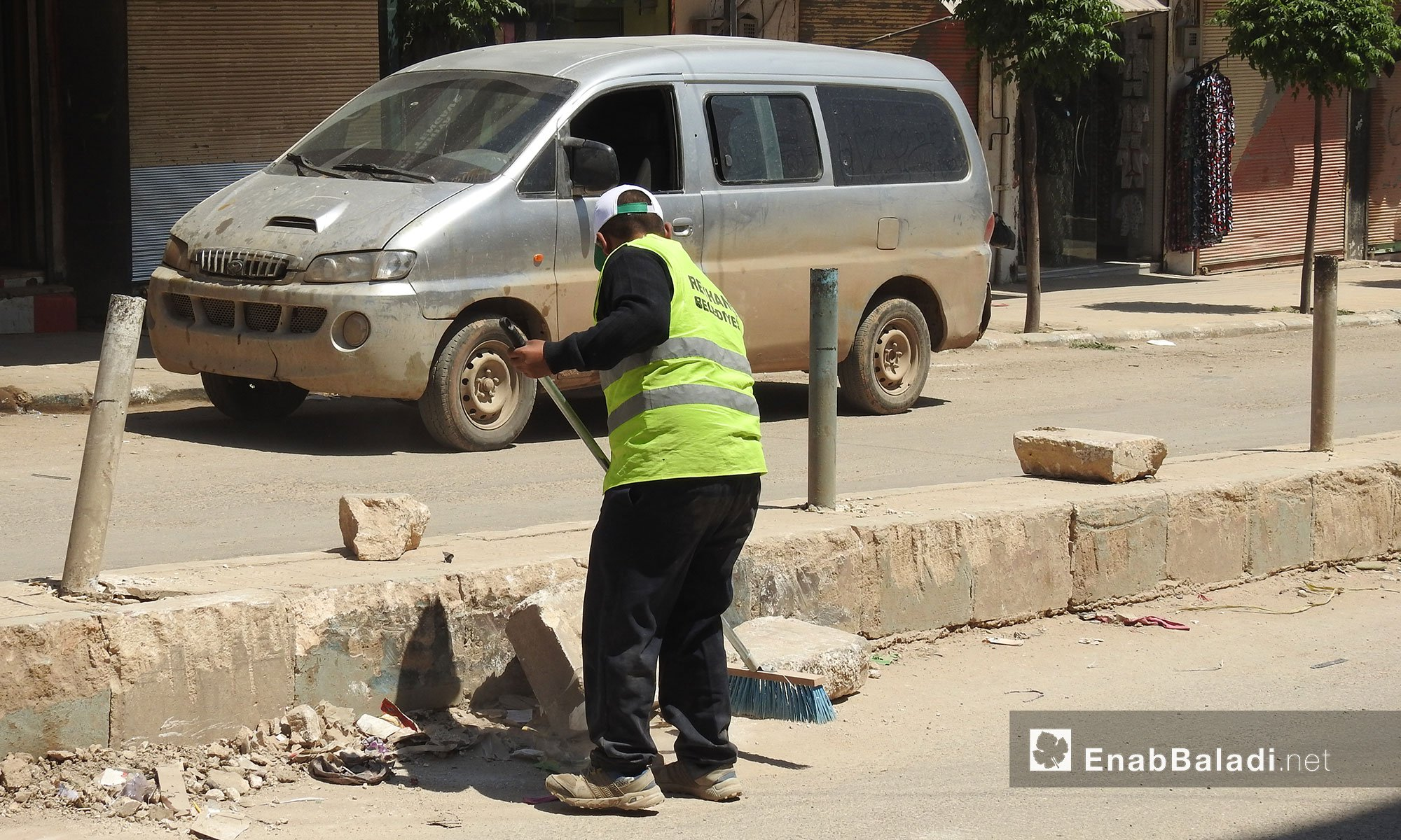 A cleaner on the streets on the city of Afrin, Northern Aleppo – April 25. 2018 (Enab Baladi)