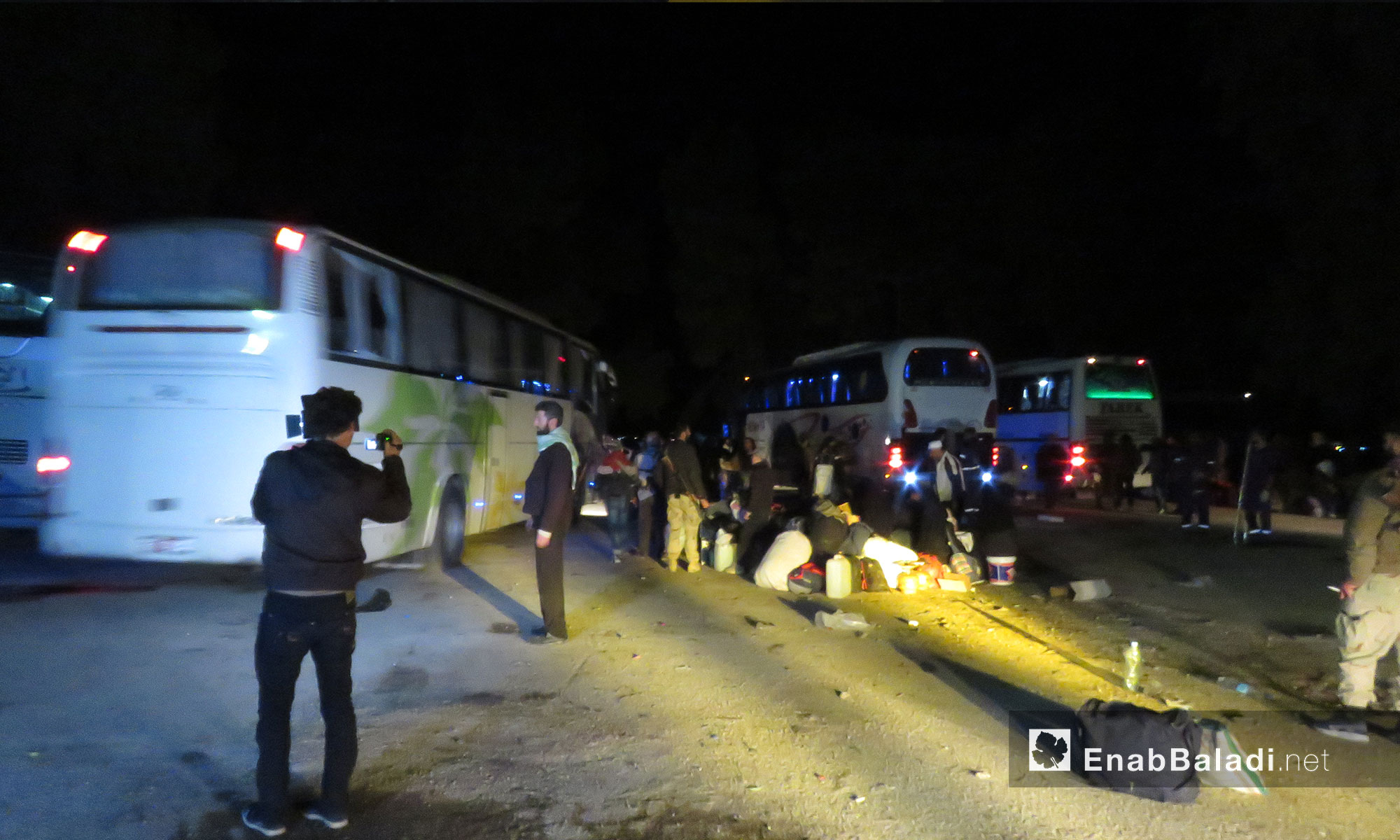 The second portion of Eastern Qalamun displaced people reaches Qalaat al-Madiq town in rural Hama – April 23. 2018 (Enab Baladi)