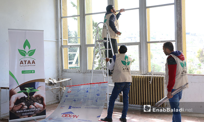 The rehabilitation of a building in Jisr al-Shughur in rural Idlib to accommodate people displaced from Eastern Ghouta – April 12. 2018 (Enab Baladi)