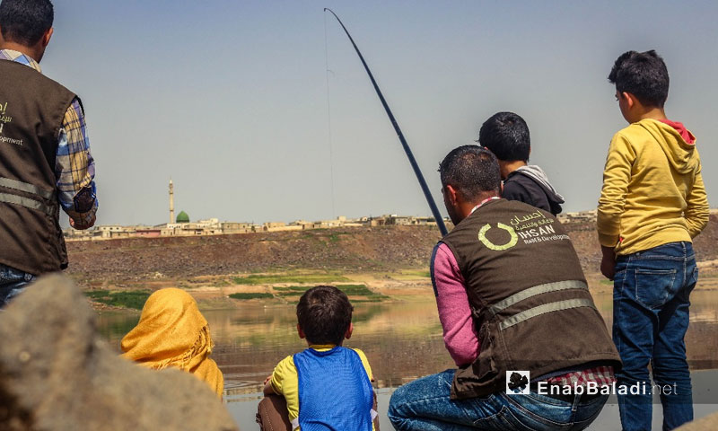 Children from rural Homs participated in scouting activities at the banks of the Rastan dam – March 2018 (Enab Baladi)