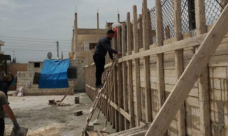 The renovation of the Bahij Najar School in Maarrat Misrin in Idlib – April 26. 2018 (The United Engineers Organization Facebook Page)