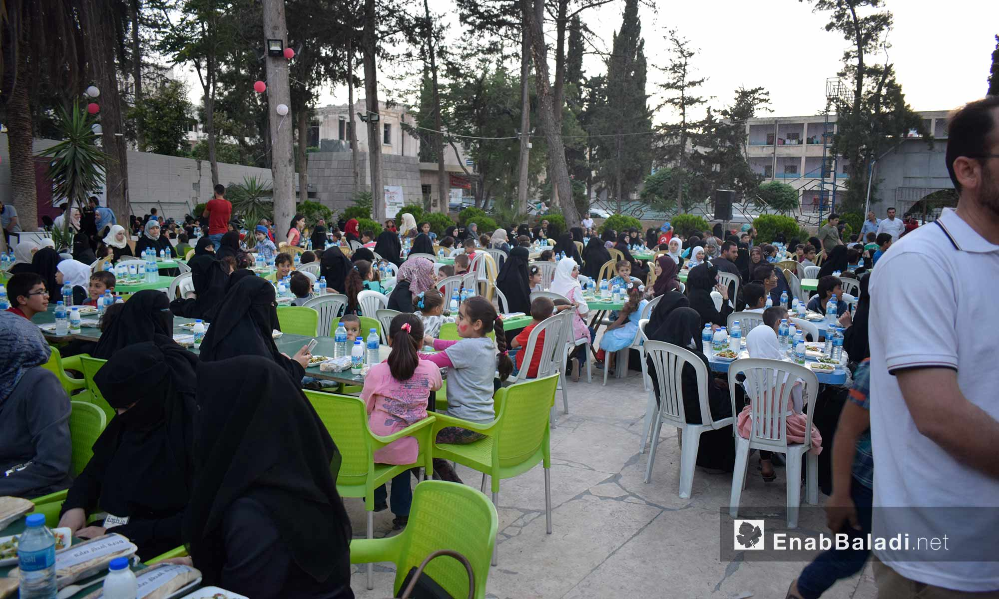 The orphans and their mothers having the Iftar meal at the Family Club in Idlib – May 30, 2018 (Enab Baladi)