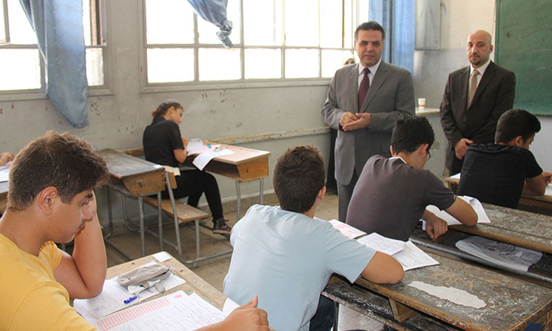 Minister of Education in the regime's former government, Hazwan al-Wiz, in one of the exam centers (Internet)