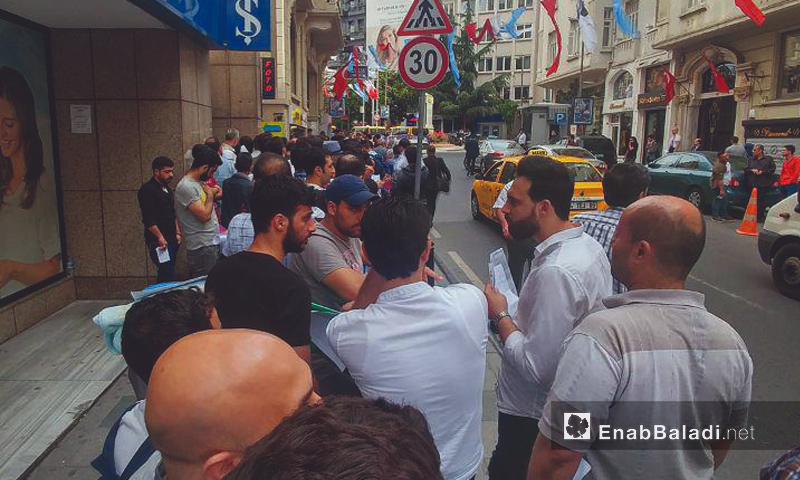 Queues waiting in front of the Syrian consulate in Istanbul - 25 May 2018 (Enab Baladi)