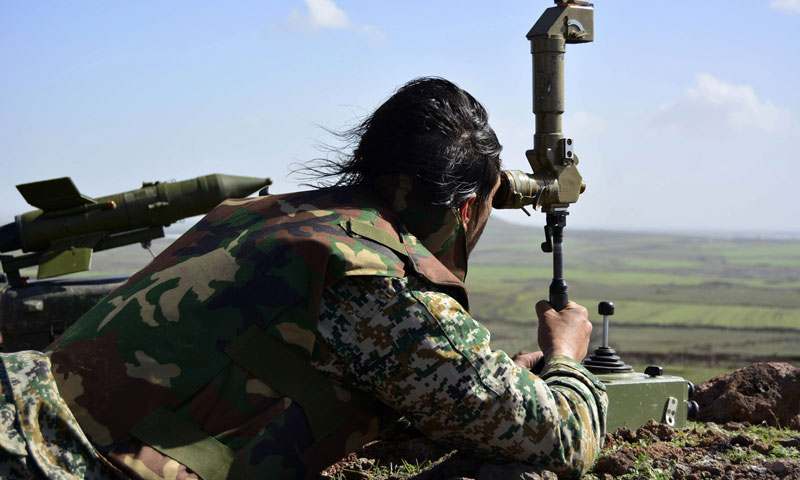 Assad's forces fighter sets up anti-tank missile in the town of Tell Fatima overlooking the town of Kafr Shams, northern Daraa - March 2015 (AFP)