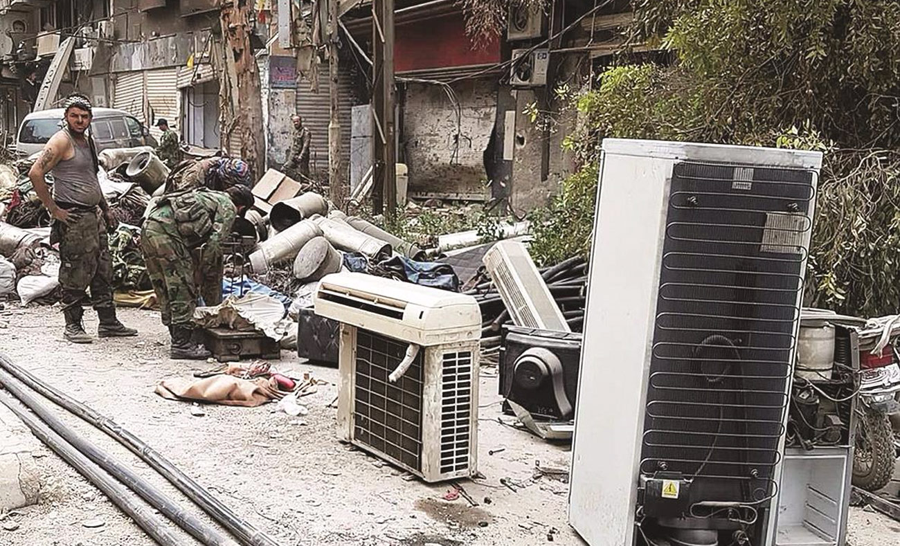 Militants of the regime forces in Yarmouk Camp - 21 May 2018 (Internet - activists)