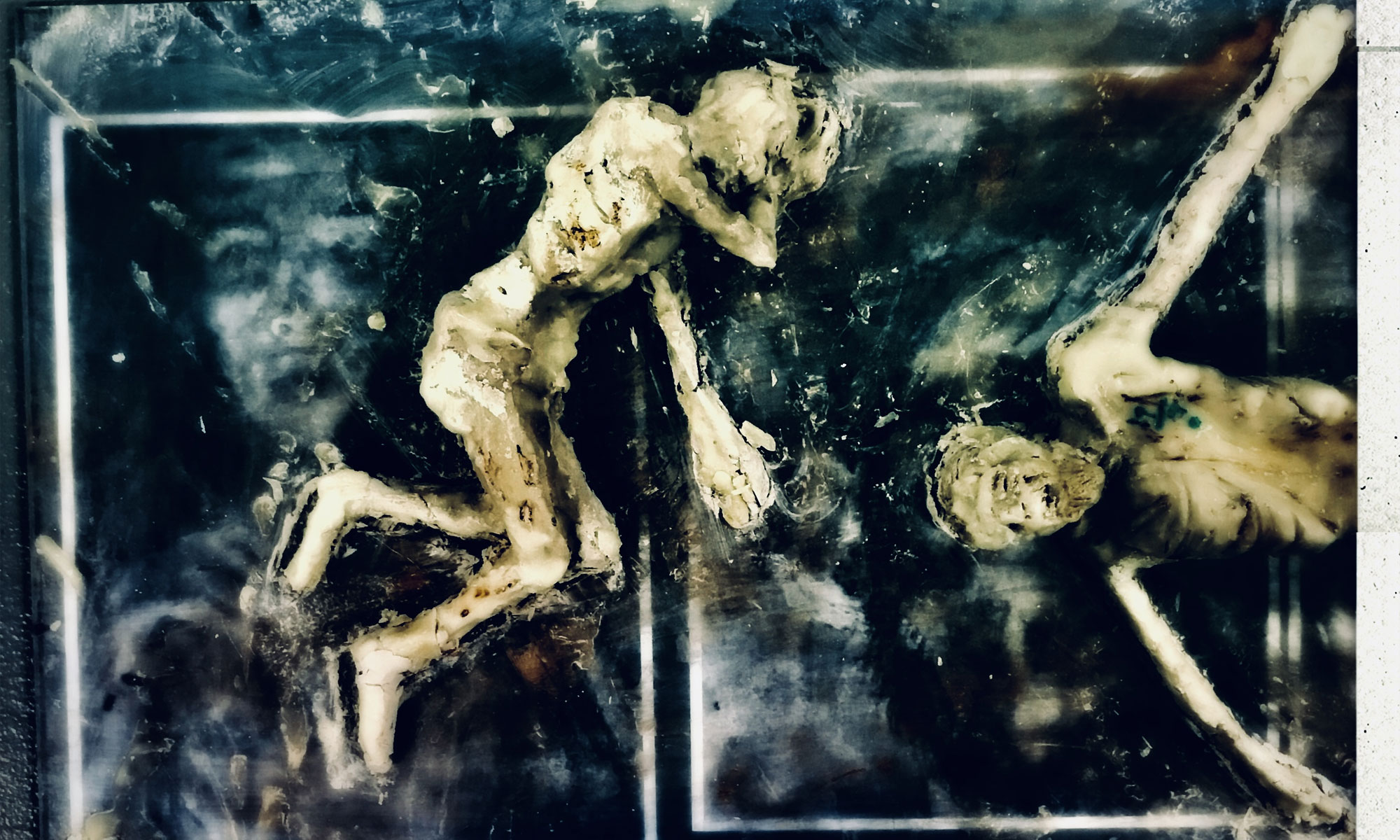 A sculpture featuring tortured detainees in the Syrian regime's detention centers by American artist Marc Nelson – July 2018