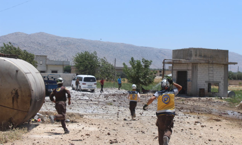 The Civil Defense Teams running to rescue the victims of the aerial bombardment of Mishmishan village in rural Idlib – July 10, 2018 (Civil Defense)