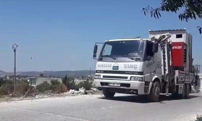 Turkish telecommunication towers enter Idlib from Kherbet Eljoz crossing – July 7, 2018 (Facebook)