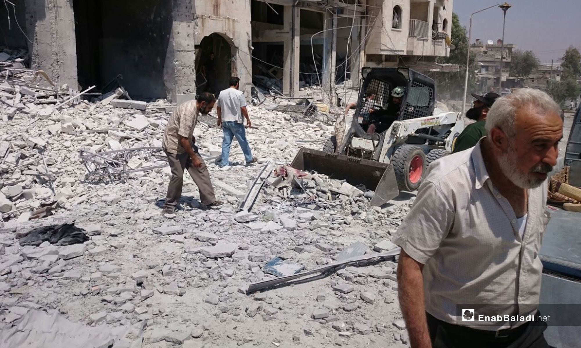The effects of a car bomb explosion in front of the Central Bank, Idlib – August 2, 2018 (Enab Baladi)