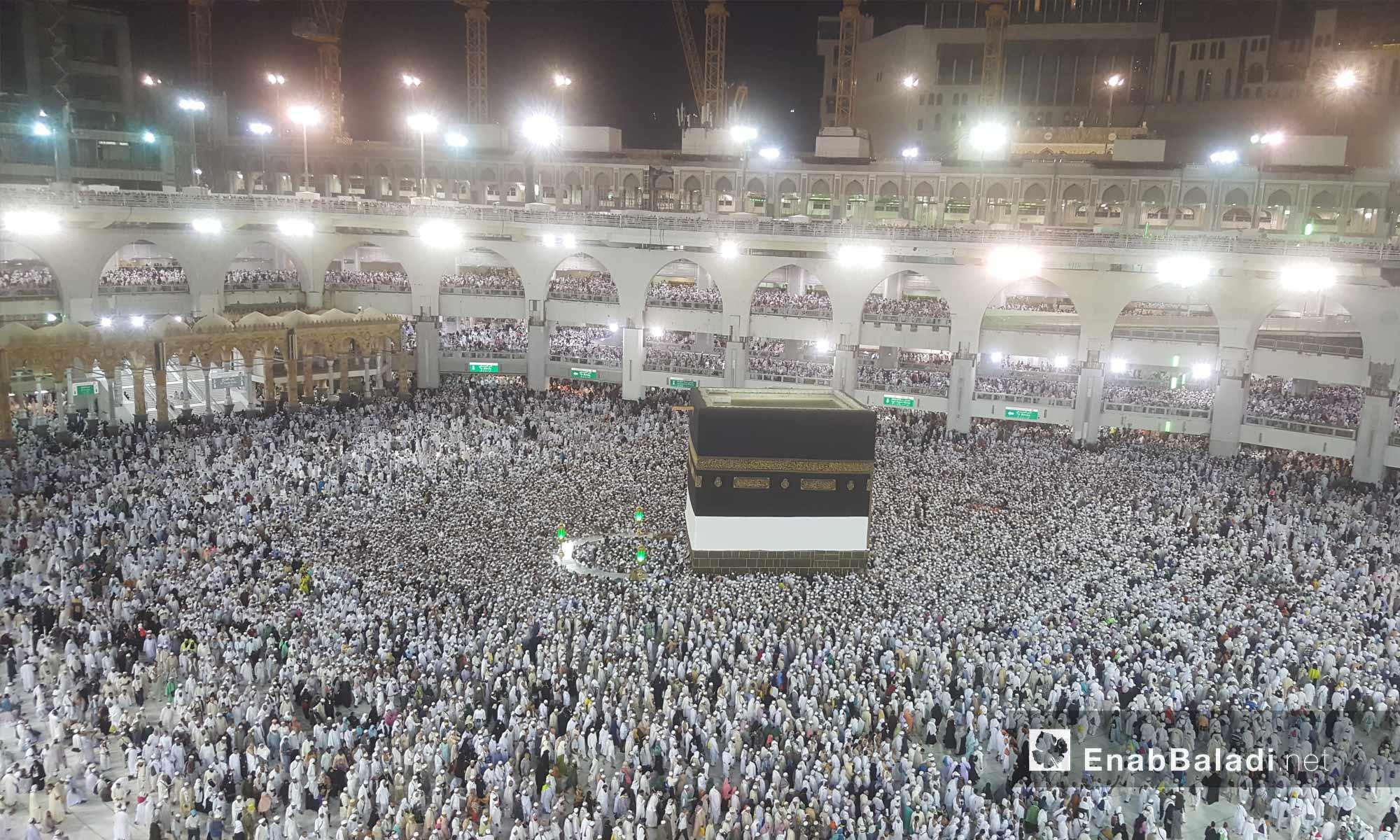 Pilgrims perform the tawaf ritual around al-Kaʿbah al-Musharrafah – August 4, 2018 (Enab Baladi)