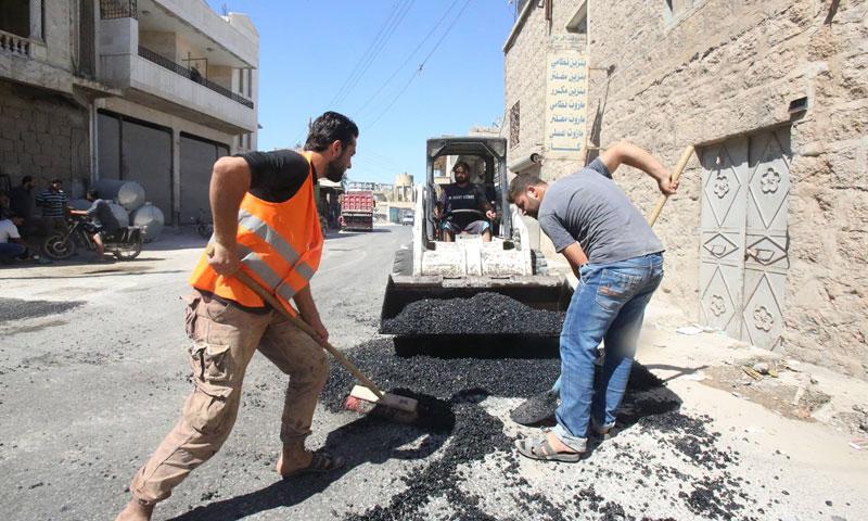 "Young people asphalting roads in Kafr Nabl, under the ""Money for Work"" project – September 2018 (Violet Organization's Facebook page )"
