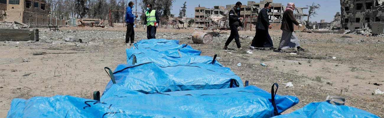 Collective grave discovered in the Syrian city of Raqqa - April 2018 (AFP)
