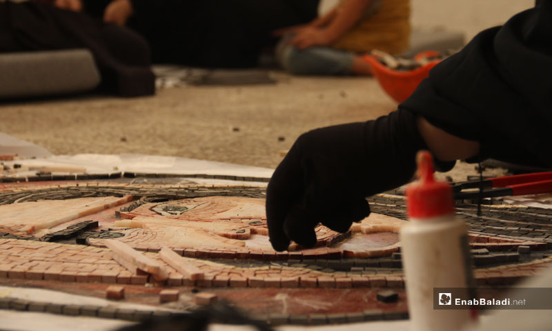 A mosaic tableau made by a women trainee at Ghazal Center in Kafr Nabl – September 29, 2018 (Enab Baladi)