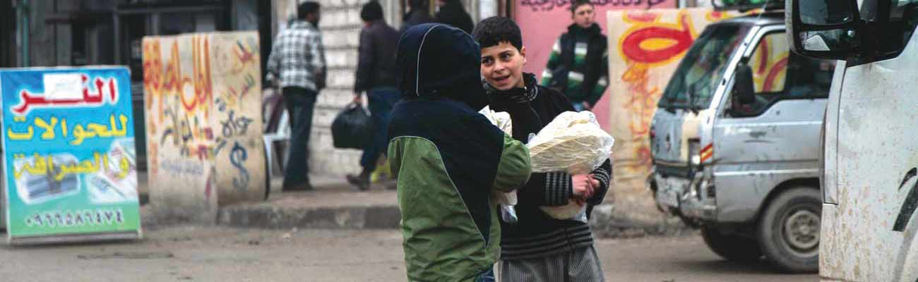 Children carrying bread in the morning in the city of Idlib - January 17 (Enab Baladi)