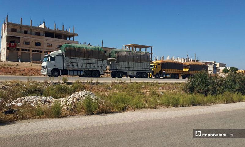Trucks pass through the Murak crossing after it was reopened in rural Hama – November 2, 2018 (Enab Baladi)