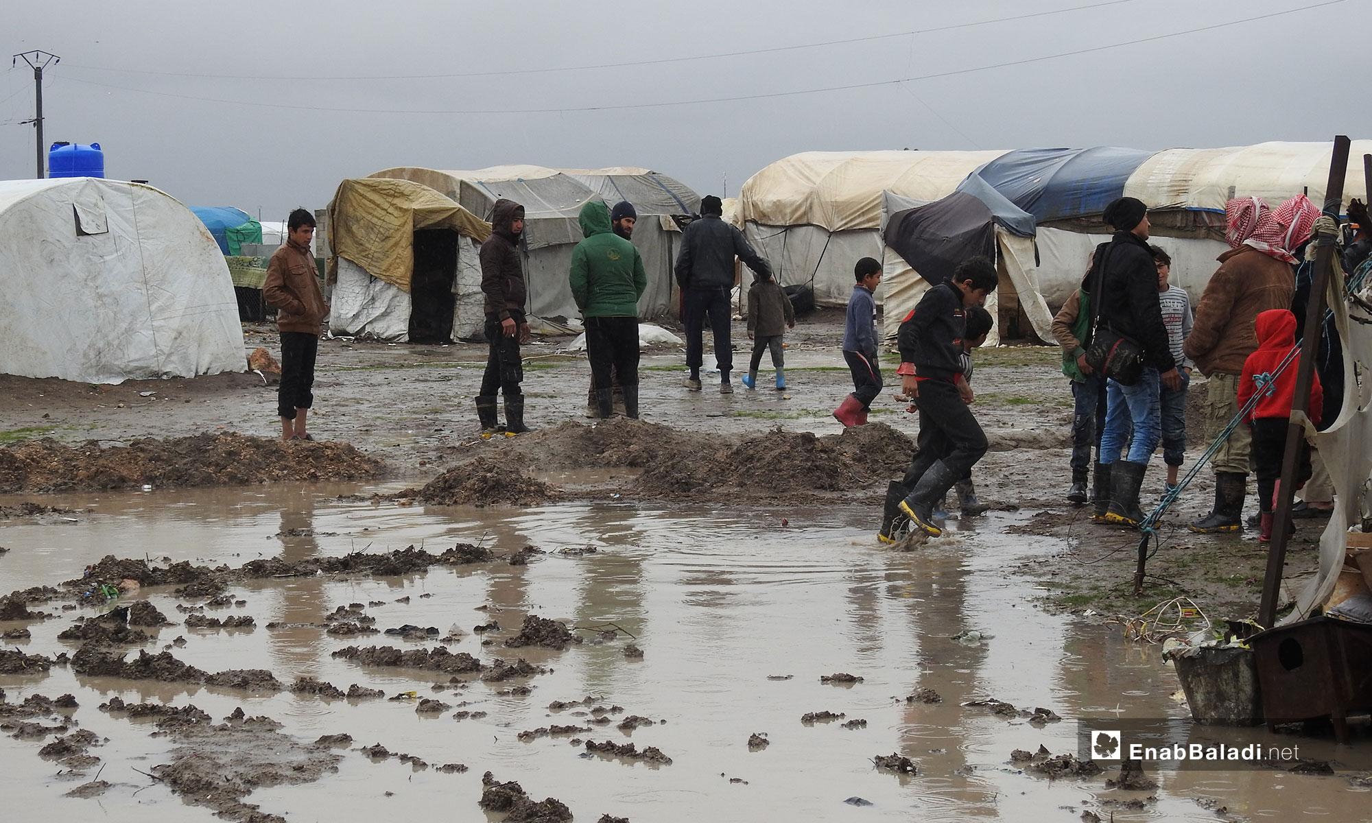 Children at the al-Marj camp, following a rainstorm in northern rural Aleppo – December 27, 2018 (Enab Baladi)