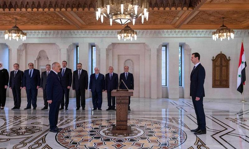 Interior Minister Maj. Gen. Mohammed Khaled Rahmoun taking oath before the President of the Syrian regime Bashar al-Assad / October 29, 2018 (SANA)