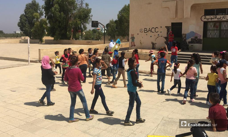 Red Crescent activities carried out during classes in a school in the town of Ira – August, 2018 (Enab Baladi)