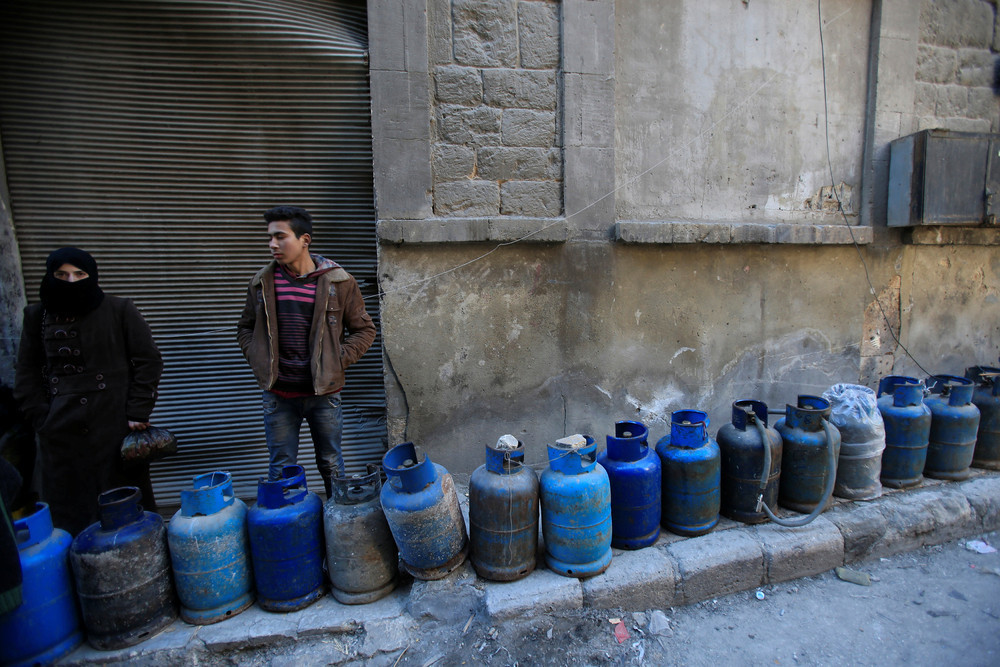 Two people waiting in gas queue in Aleppo - 2 February 2017 (Reuters)