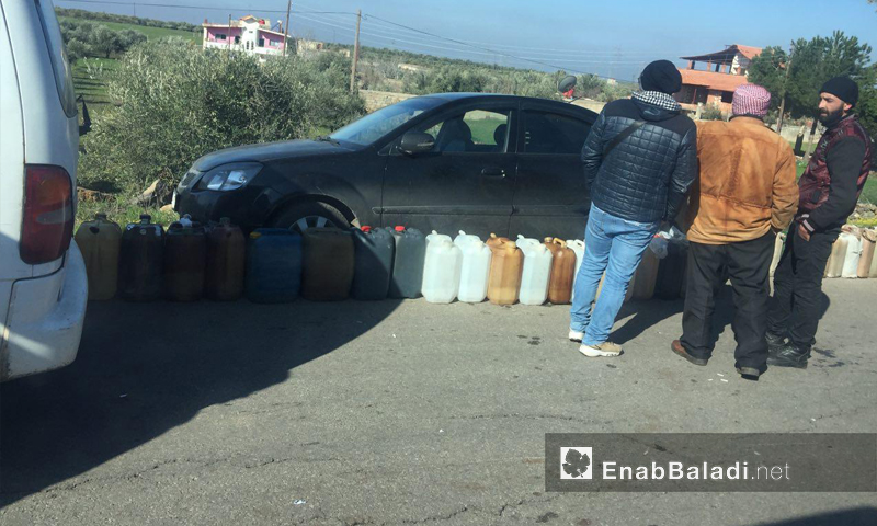 Citizens lining up to get fuel near the al-Kum area near the city of Sweida, southern Syria – March 6, 2019 (Enab Baladi)