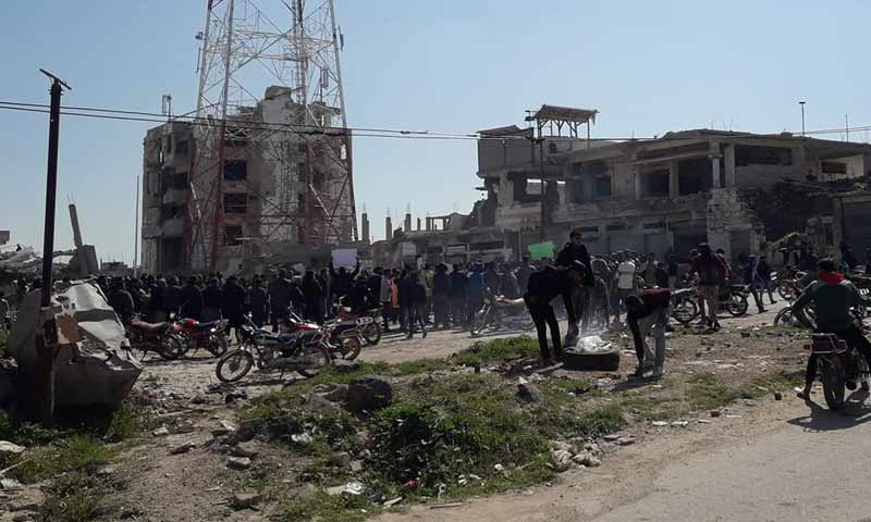 A demonstration in Daraa al-Balad calling the regime to step down and refusing the erection of a statue of Hafez al-Assad at the city center – March 10, 2019 (Aboalbaraa Alhorani)