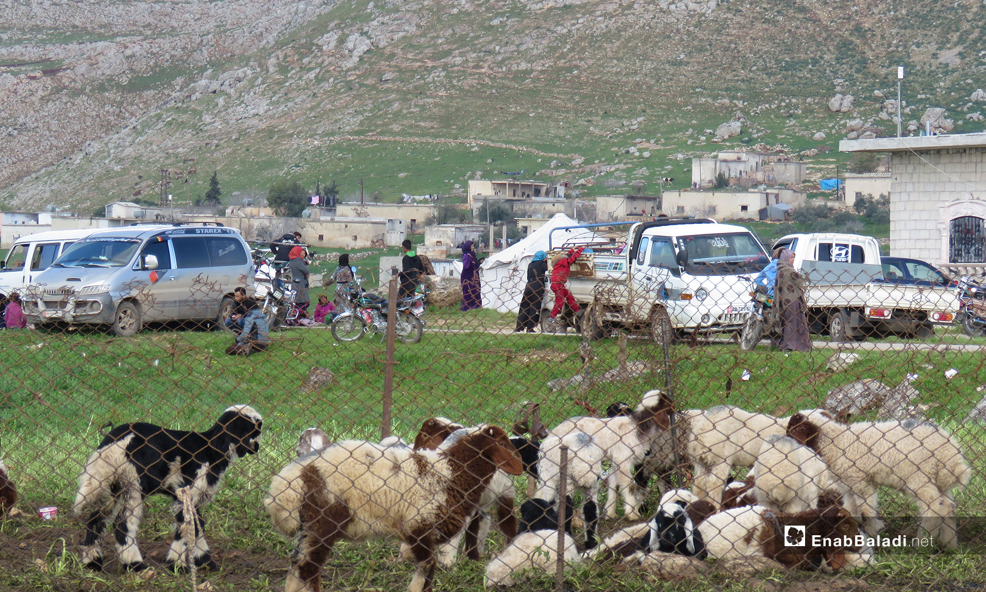 The displacement of people from the village of al-Huwayz to the village of Shair al-Maghar, under the protection of the Turkish observation point in al-Ghab Plain – March 18, 2019 (Enab Baladi)
