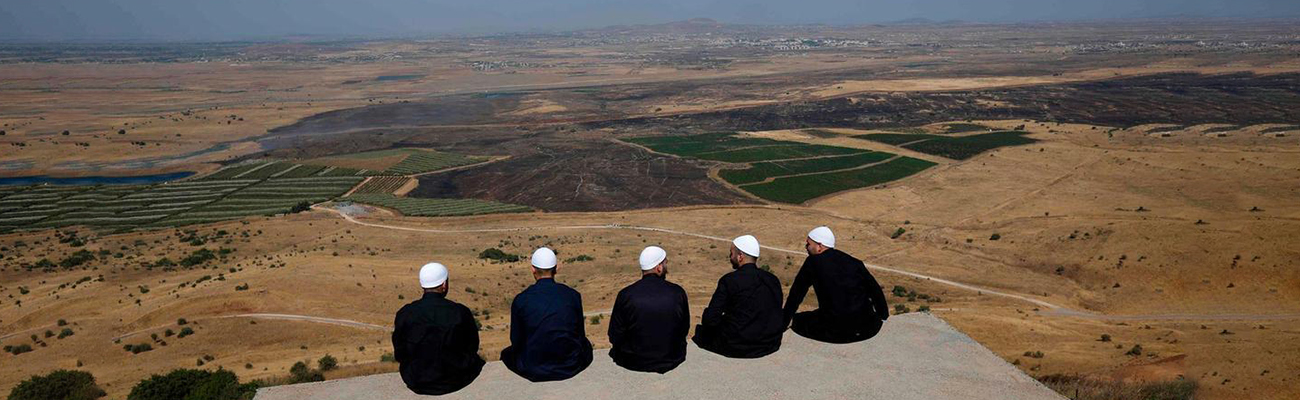 Syrian citizens in Golan (AFP)