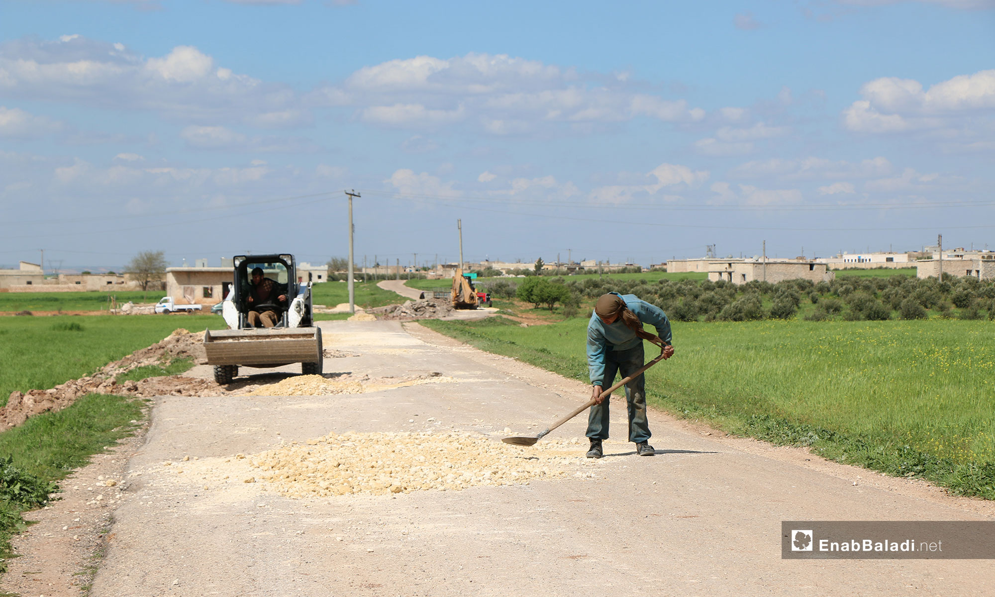 Upgrading the roads connecting the villages and towns in northern rural Aleppo – April 10, 2019 (Enab Baladi)