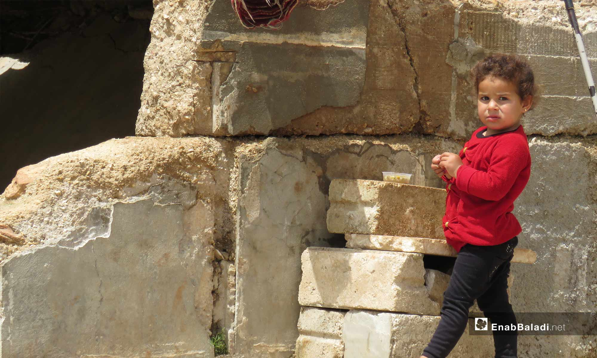 A little child in the town of Kafr Nabudah, northern rural Hama – April 24, 2019 (Enab Baladi)