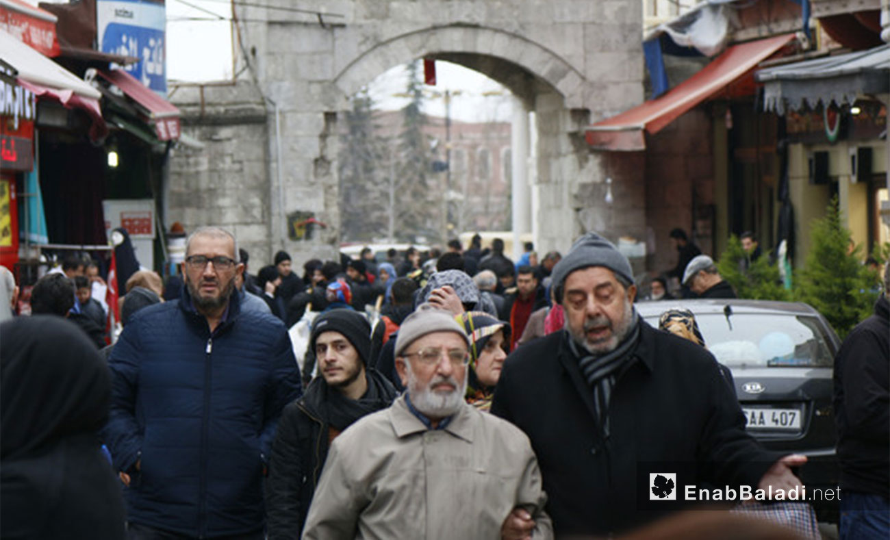 A popular market teeming with Syrian people in Istanbul – February 8, 2017