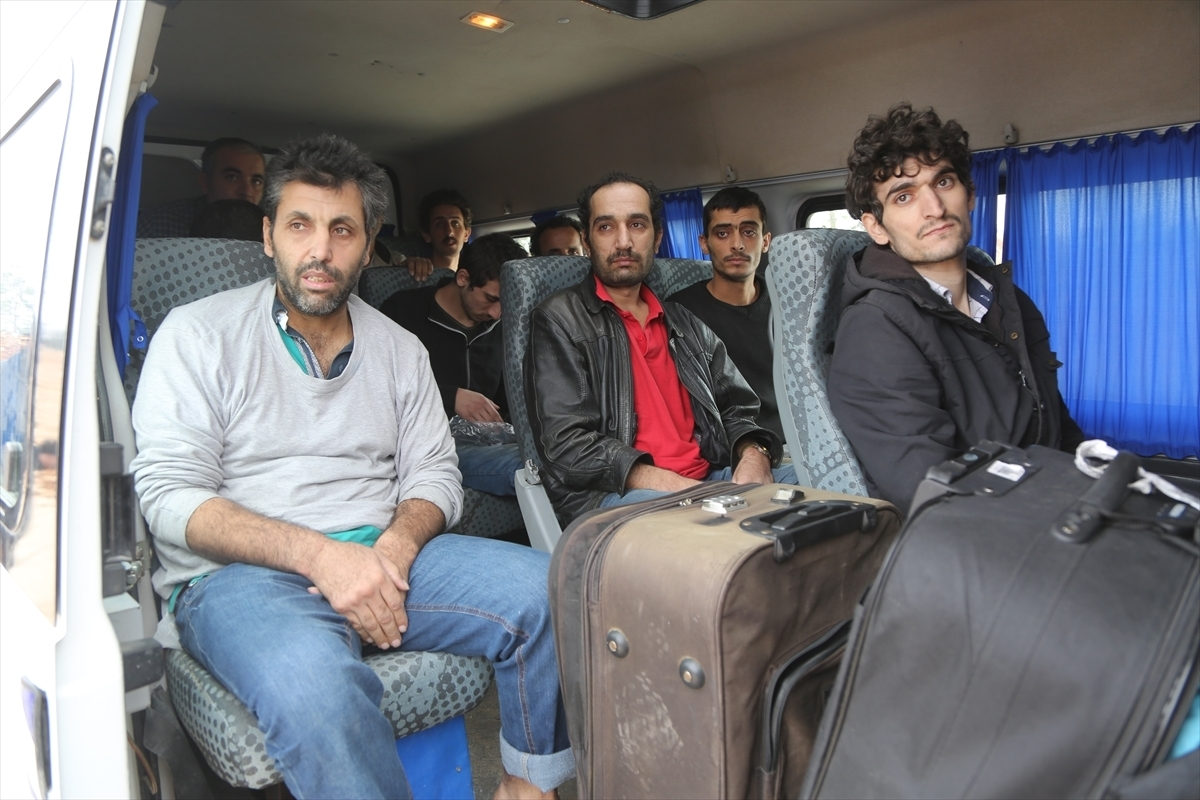 Released prisoners during a swap deal between the regime and opposition in the countryside of Aleppo- November, 2018 (AFP)