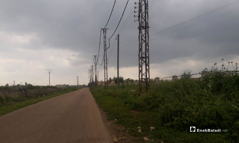 Electric poles near al-Ash'ari electric station in Daraa - 20 April 2019 (Enab Baladi)