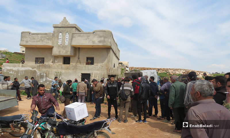 Relief distribution for displaced persons from Al-Ghab Plains in the southern Idlib countryside - March 28, 2019 (Enab Baladi)