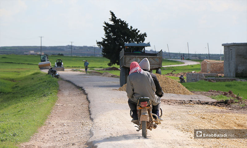 Paving of roads linking the villages and towns of the northern Aleppo countryside - 10 April 2019 (Enab Baladi)