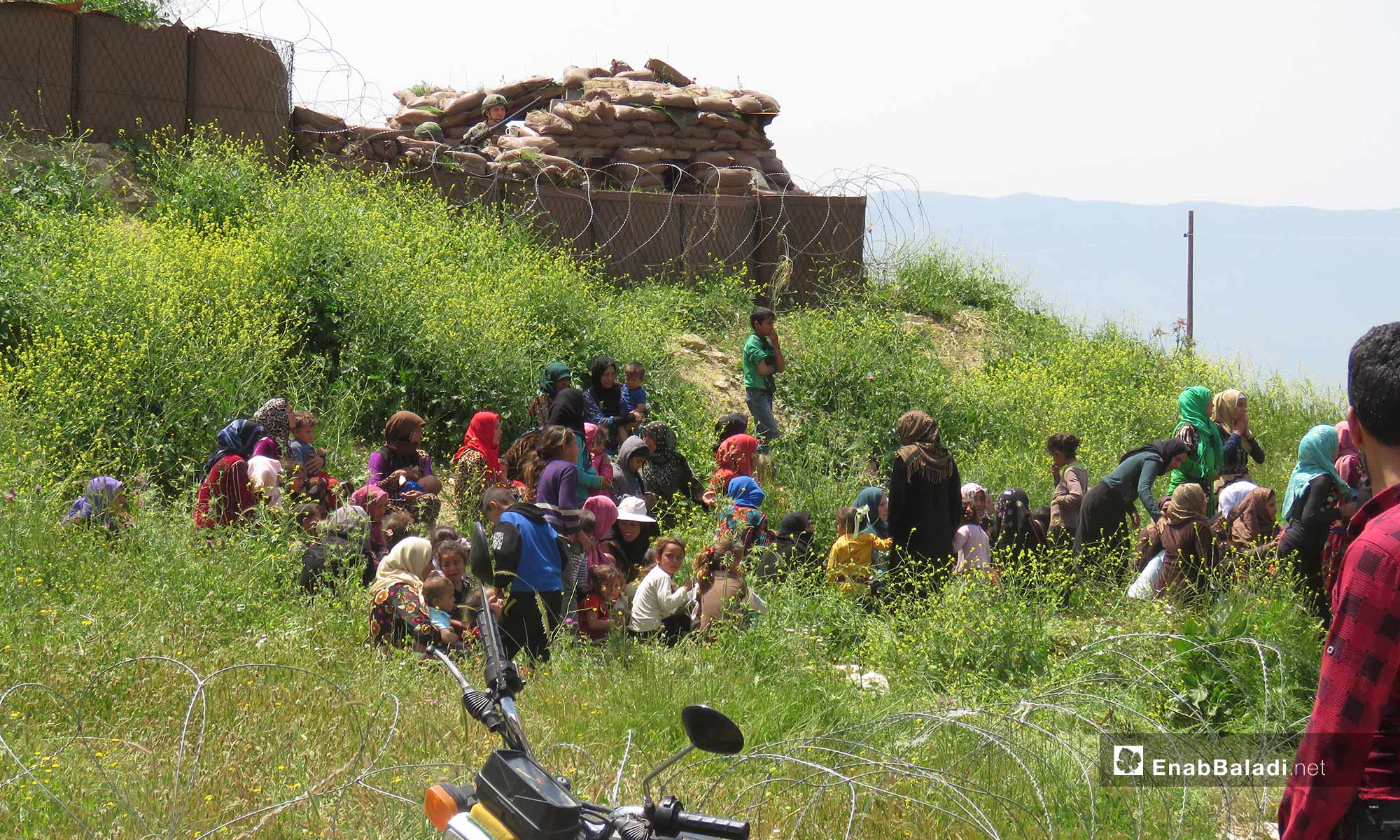 Civilians displaced to the vicinity of the Turkish observation point in Shair al-Maghar, western Hama, fleeing the shelling – April 29, 2019 (Enab Baladi)