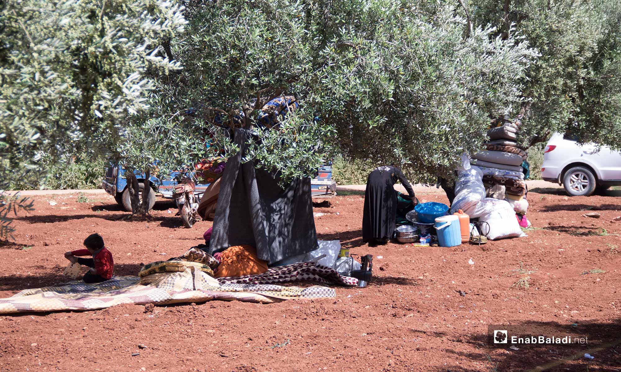 Civilians from Idlib resorting to the Syrian-Turkish borders, fleeing the bombardment – May 3, 2019 (Enab Baladi)