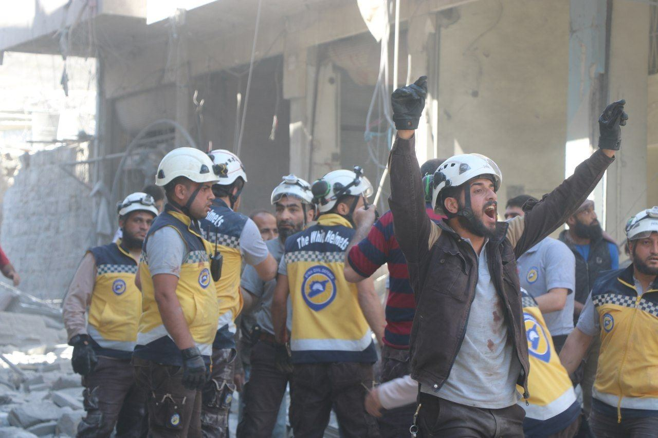 Members of the Civil Defense trying to save civilians in Maarat al-Numaan affected by the air bombings - 26 May 2019 (Civil Defense Facebook page)