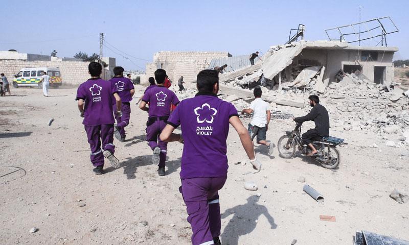 Violet Organization's volunteers rescuing civilians in Idlib (The Organization's official website)