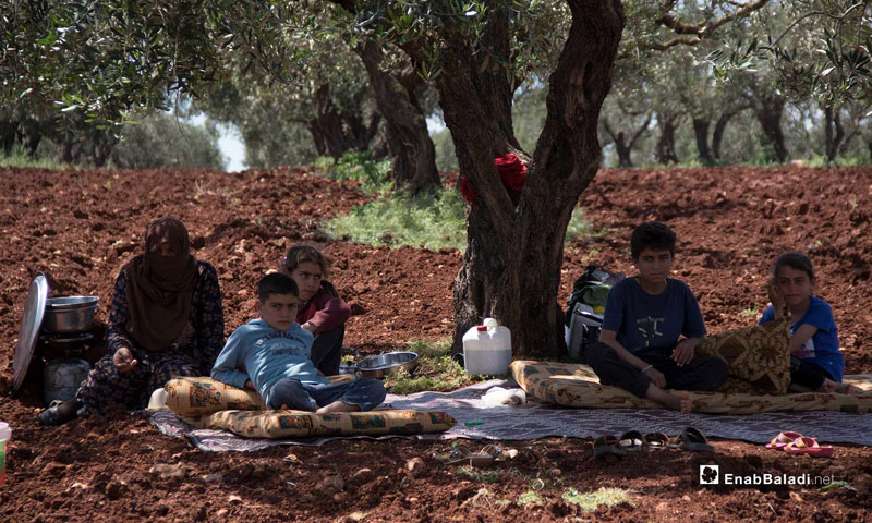 Civilians displaced to the Syrian-Turkish border in order to escape bombing - 3 May 2019 (Enab Baladi)