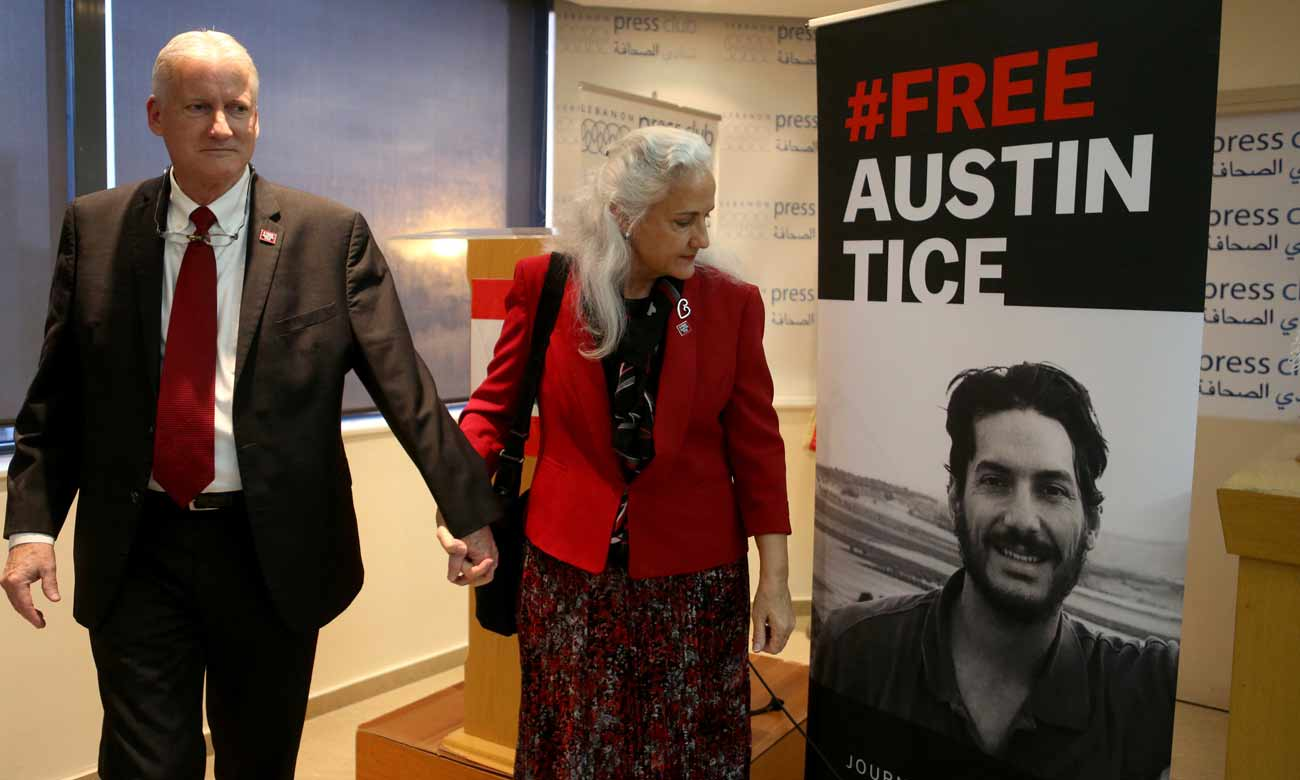 Mark and Debra Tice standing in front of the photo of their kidnapped son Austin Tice after a press conference in Beirut - December 4, 2018 (VOA)
